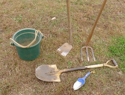 鍬とバケツ、スコップ