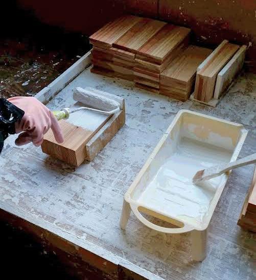 鉢カバーの塗装作業